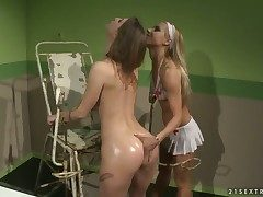 Light-complexioned tornado Nikky Thorne gives Melissa Candy
