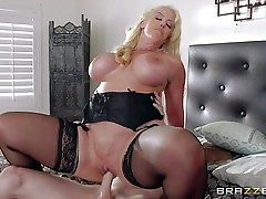 Alura Jenson is a insane as hell mom with big